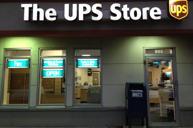 UPS hours, UPS store hours